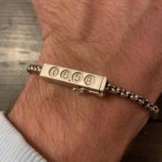 Het verhaal achter de armband